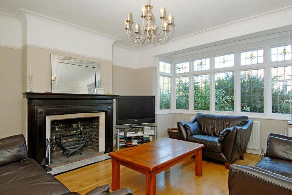 3 Bedrooms Semi Detached House for sale in Oaks Avenue, Crystal Palace