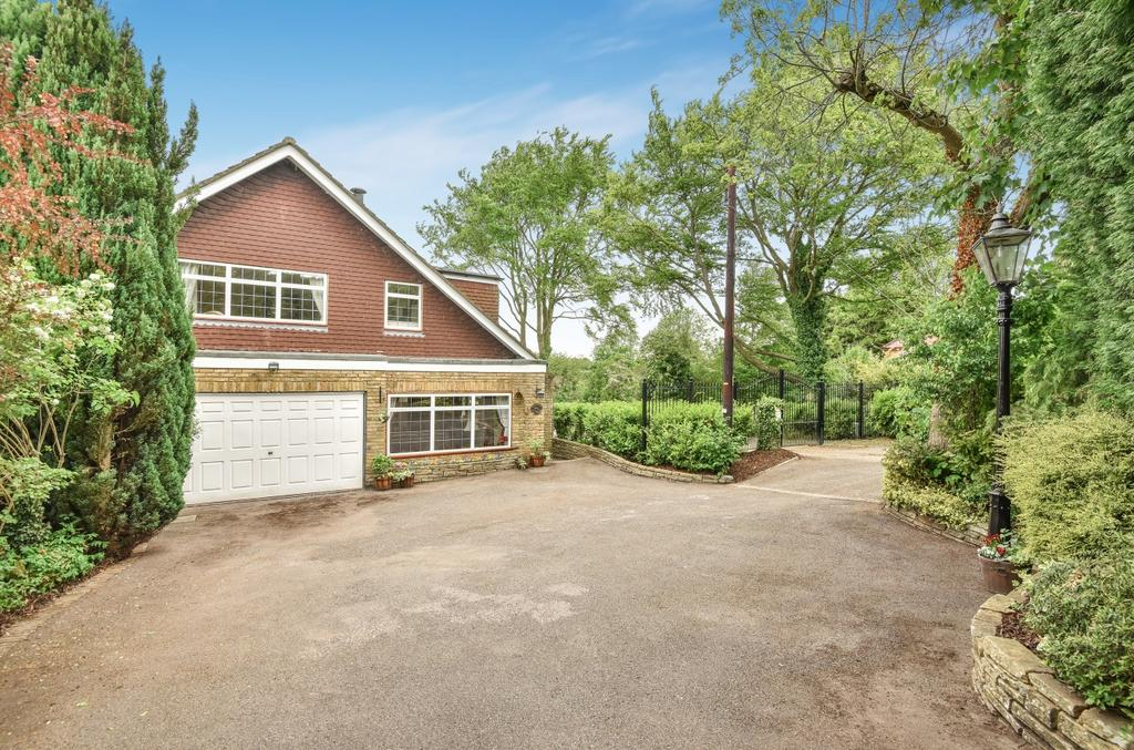4 Bedrooms Detached House for sale in Leaves Green Road Keston BR2
