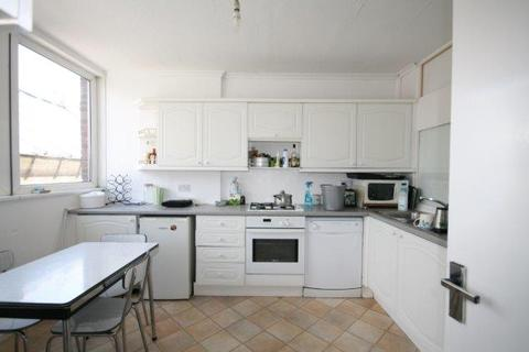 4 bedroom flat share to rent - Victoria Park Square, Bethnal Green, London E2