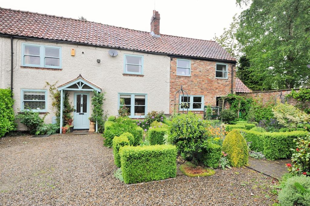 4 Bedrooms Semi Detached House for sale in The Village, Skelton, York
