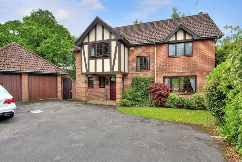 4 Bedrooms Detached House for sale in Templars Mede, Chandlers Ford