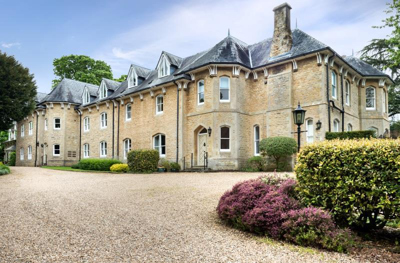 2 Bedrooms Apartment Flat for sale in Wychwood House, Enstone Road, Charlbury, Oxfordshire