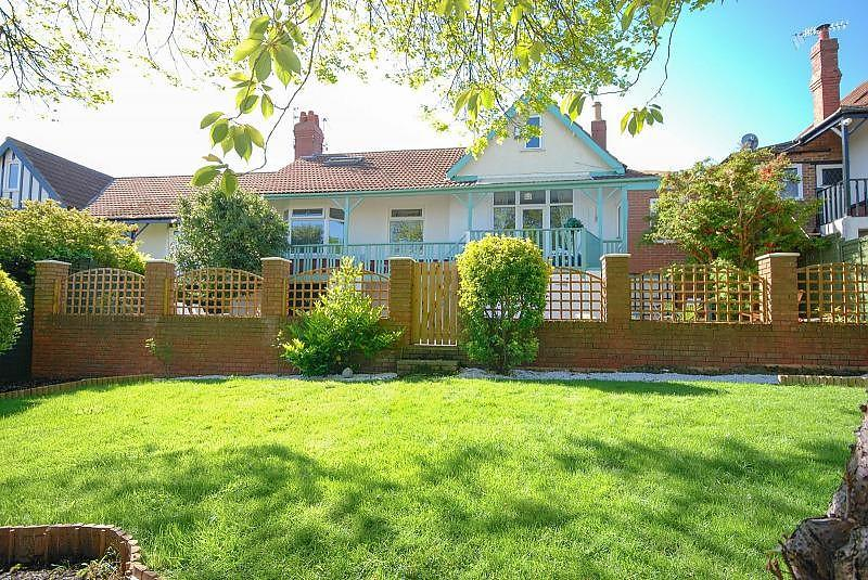 4 Bedrooms Bungalow for sale in Rockville, Fulwell