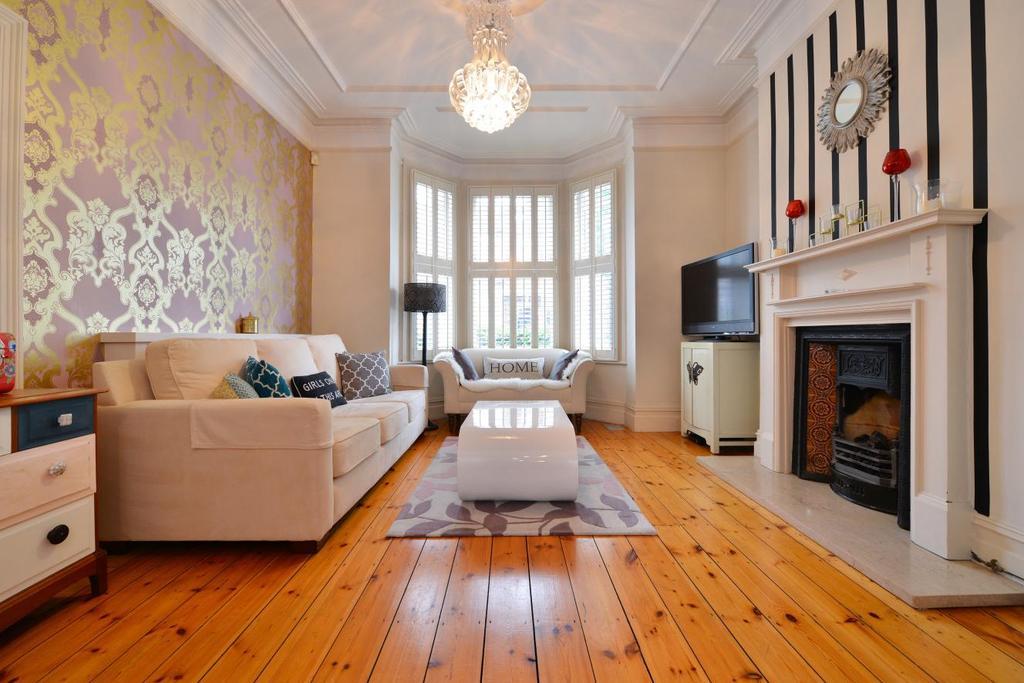 4 Bedrooms Terraced House for sale in Kyrle Road, Battersea, SW11