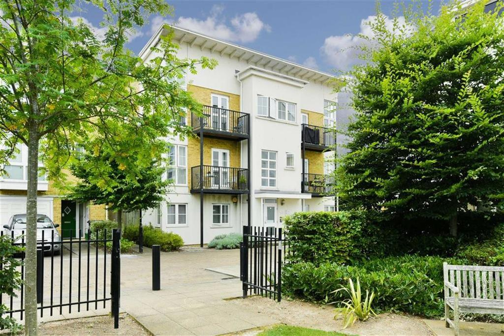 2 Bedrooms Flat for sale in Parr Court, West Ewell, Surrey