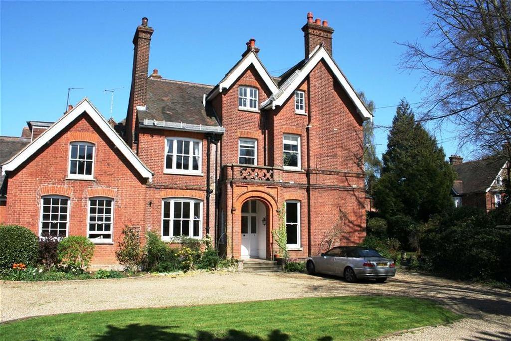 3 Bedrooms Flat for sale in Hillside Road, St Albans, Hertfordshire