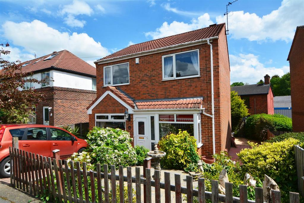 3 Bedrooms Detached House for sale in Sussex Avenue, Horsforth