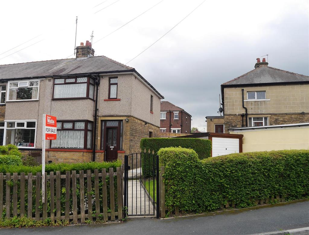 3 Bedrooms Town House for sale in Raymond Drive, Off Mayo Avenue, Bradford, BD5 8HS