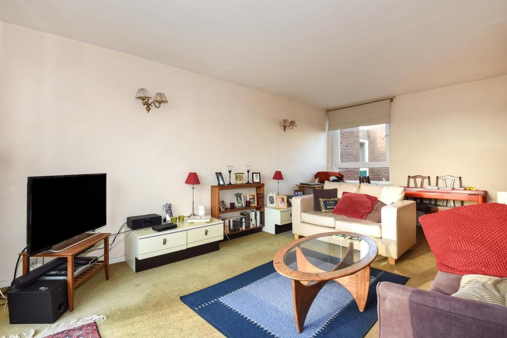 2 Bedrooms Flat for sale in Wincott Street, Kennington