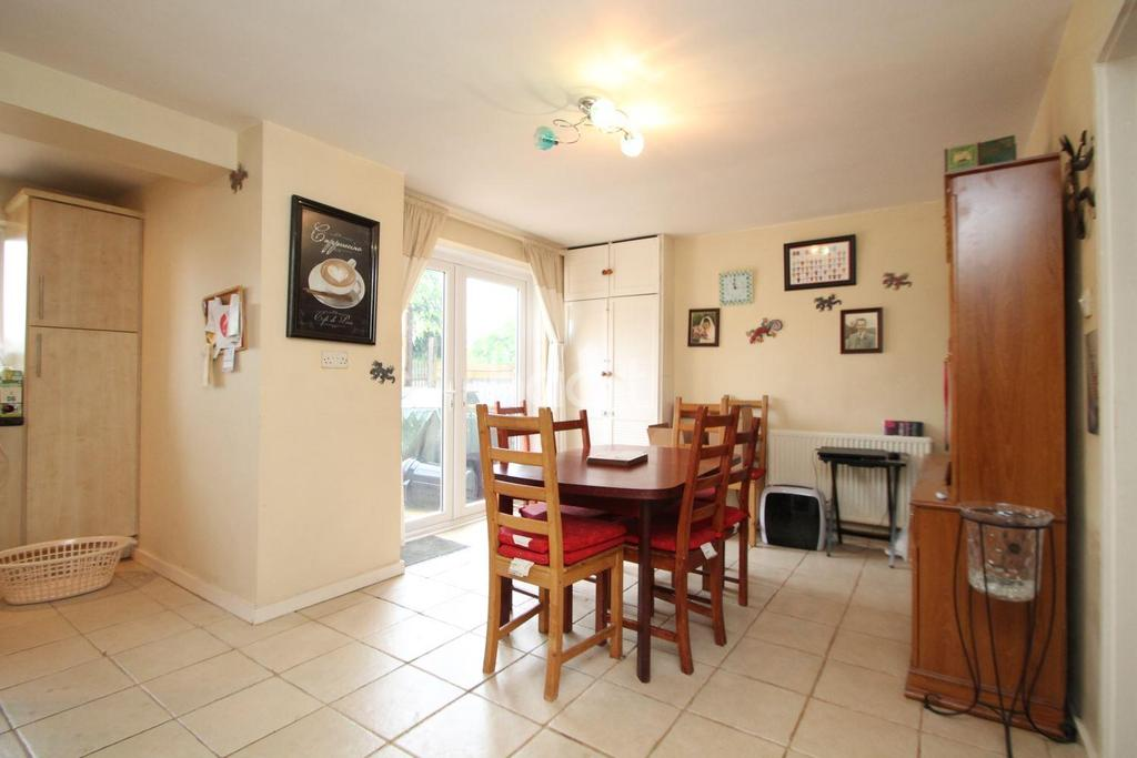 4 Bedrooms Semi Detached House for sale in Milton Keynes