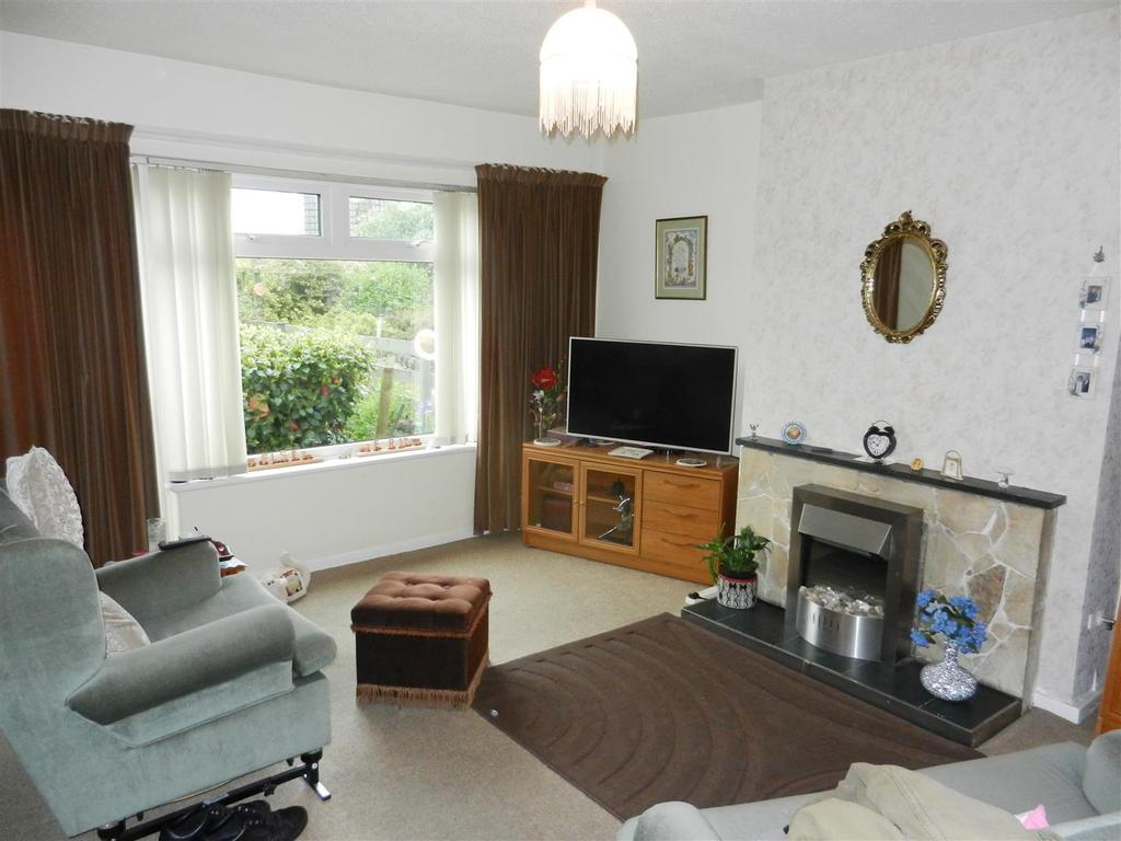 3 Bedrooms Semi Detached Bungalow for sale in Norfolk Road, Wrexham