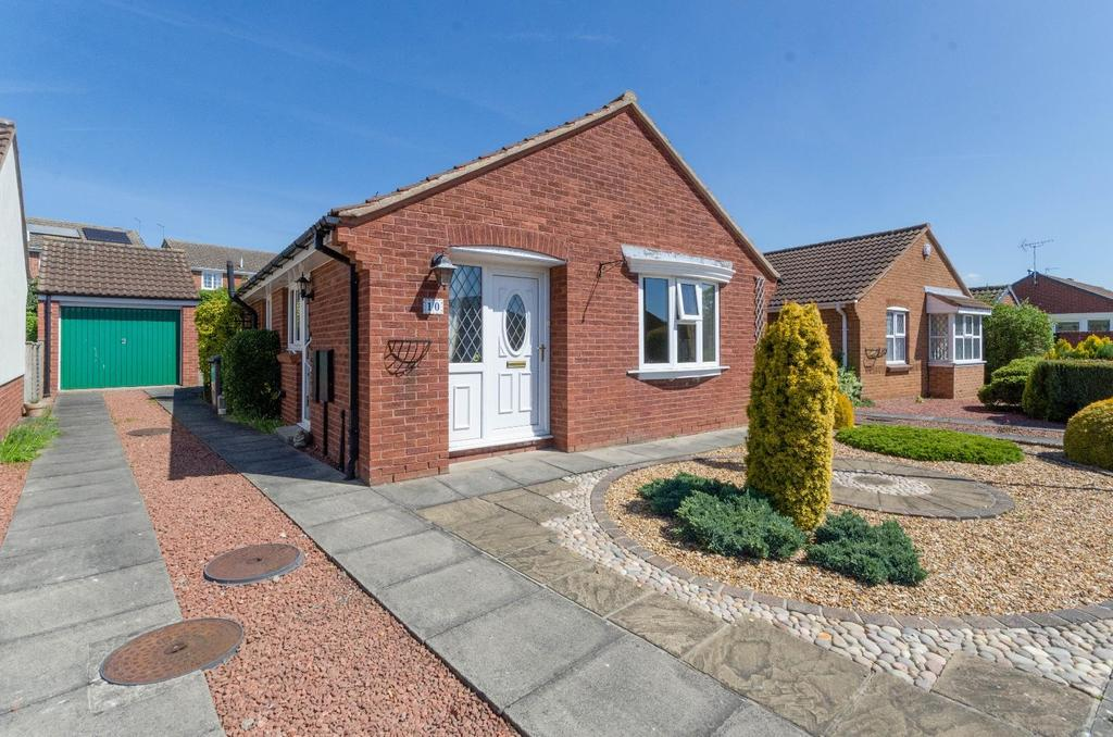 2 Bedrooms Bungalow for sale in Stonefield Avenue, Easingwold, York