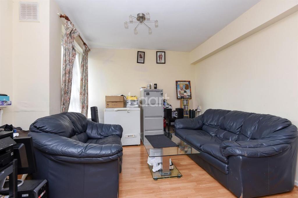 2 Bedrooms Flat for sale in Austin Road, Battersea, SW11