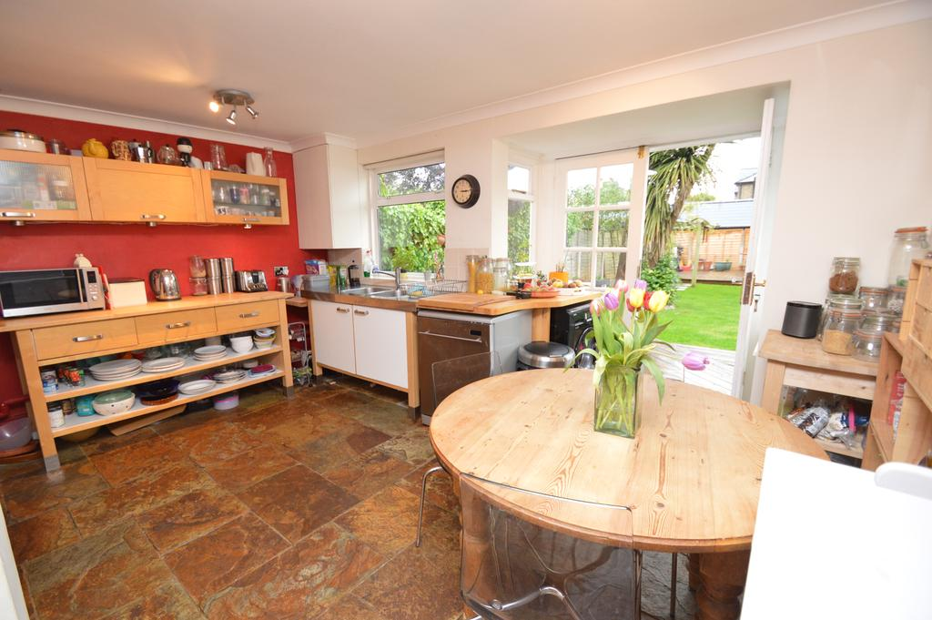 3 Bedrooms Semi Detached House for sale in HERSHAM ROAD, WALTON ON THAMES KT12
