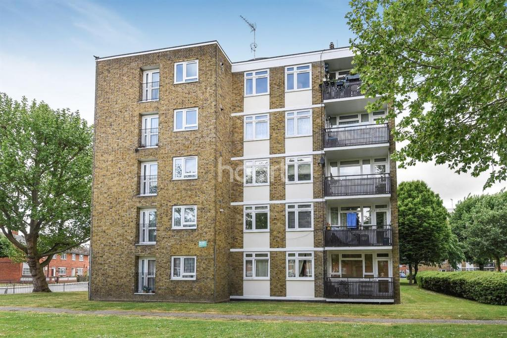 1 Bedroom Flat for sale in Strathdon Drive, Tooting, SW17