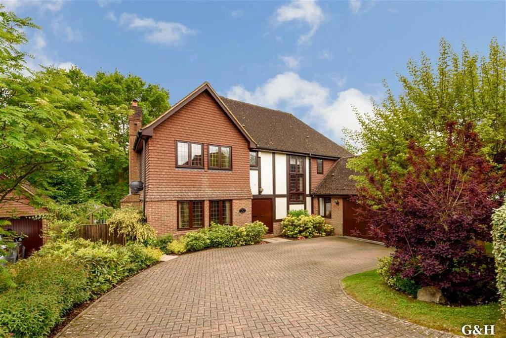5 Bedrooms Detached House for sale in Potters Close, Sandyhurst Lane, Kent