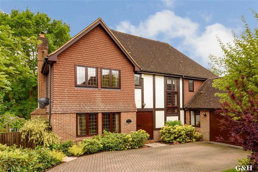 5 Bedrooms Detached House for sale in Potters Close, Sandyhurst Lane, Kent