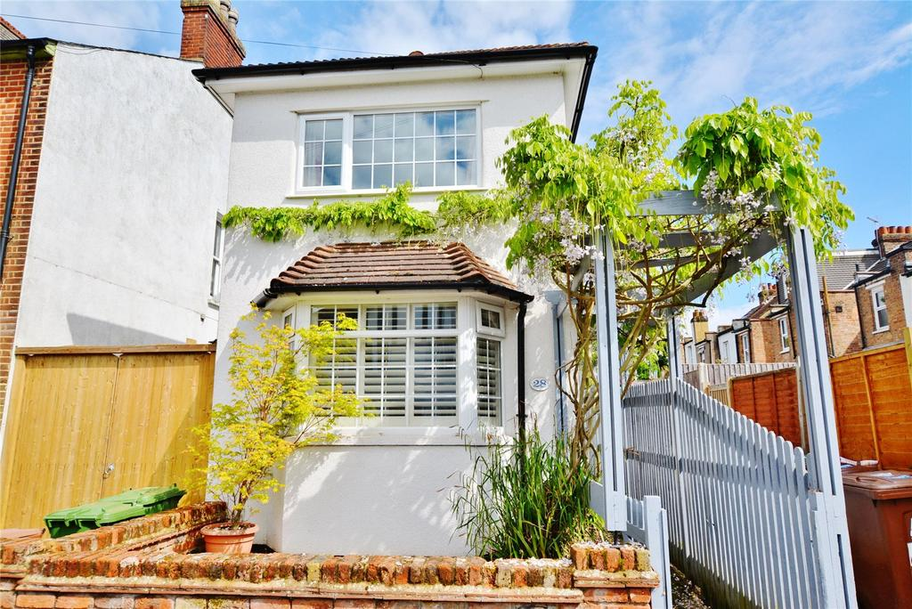3 Bedrooms Detached House for sale in Glencoe Road, Bushey, Hertfordshire, WD23