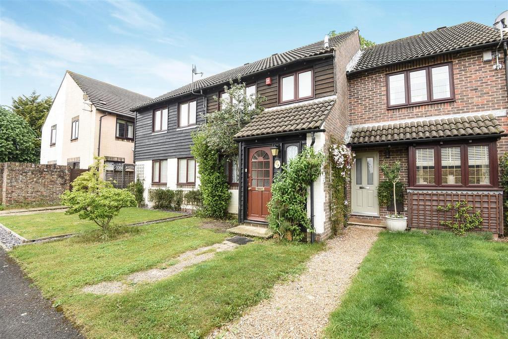 3 Bedrooms Terraced House for sale in Chichester Drive, Tangmere