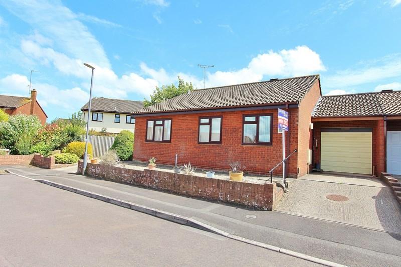 3 Bedrooms Bungalow for sale in Tilley Close, Keynsham, Bristol
