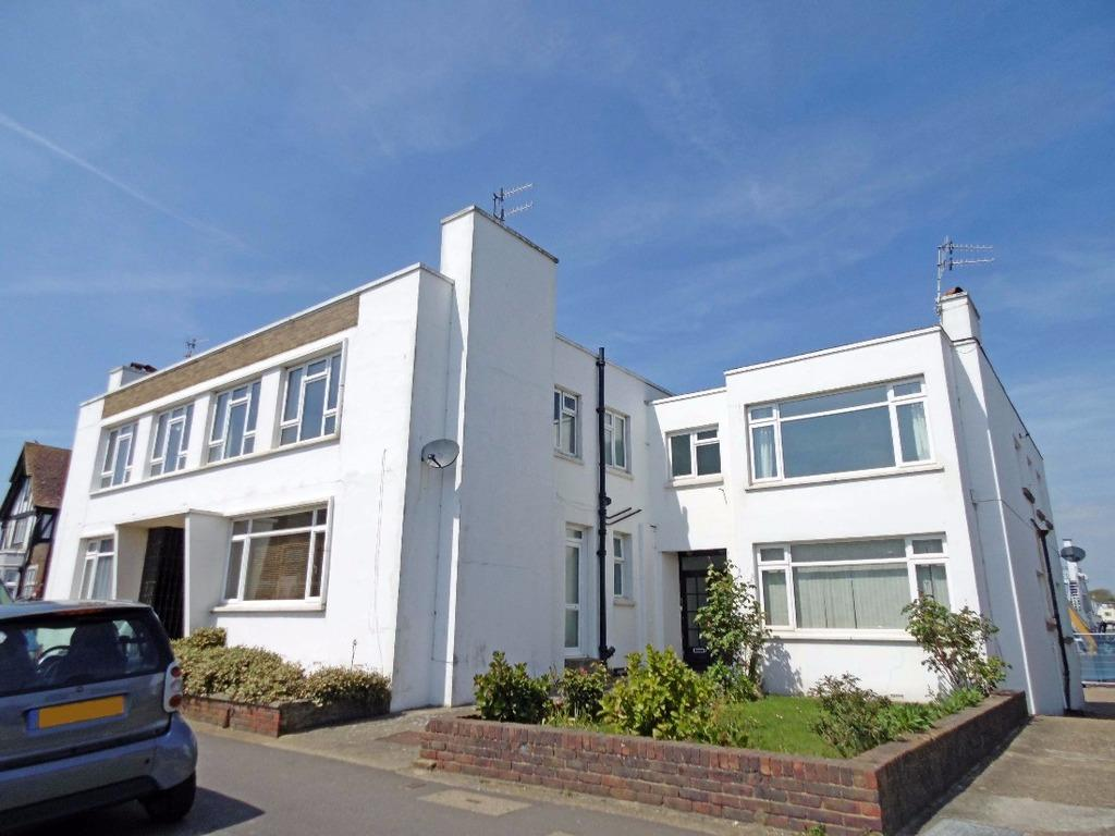 2 Bedrooms Flat for sale in Riverside Road Shoreham-By-Sea West Sussex BN43