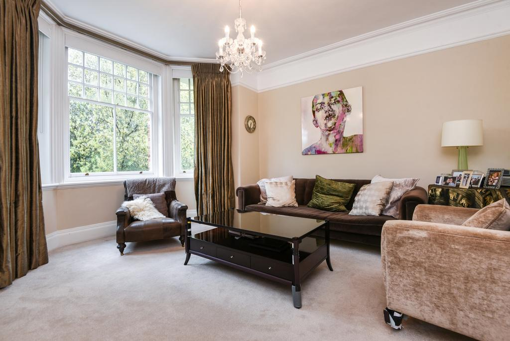 2 Bedrooms Flat for sale in Westcombe Park Road, London, SE3