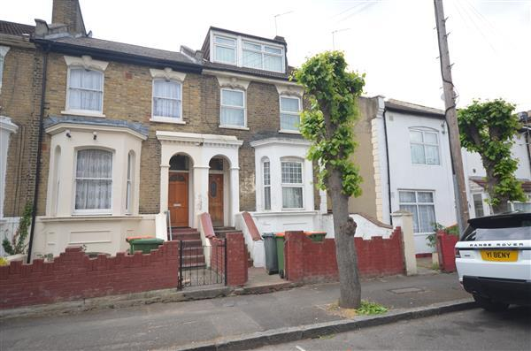 3 Bedrooms Apartment Flat for sale in St George Avenue, Forest Gate