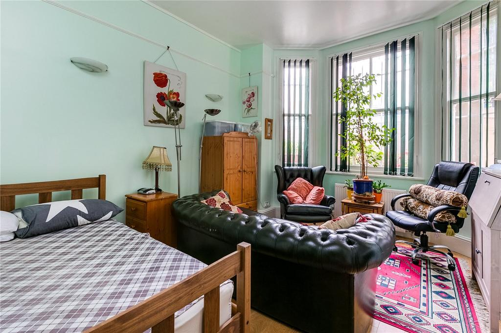 3 Bedrooms Flat for sale in Langham Mansions, Earl's Court Square, London
