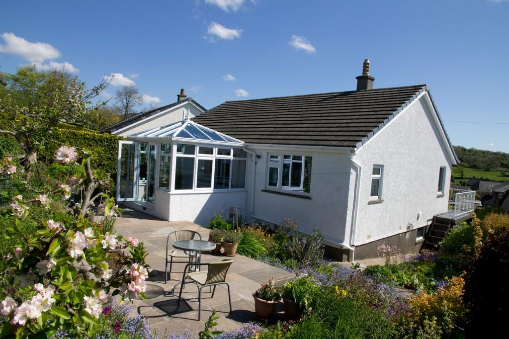 3 Bedrooms Detached Bungalow for sale in 12 Highcroft Drive, Allithwaite, Grange over Sands, Cumbria, LA11 7QL