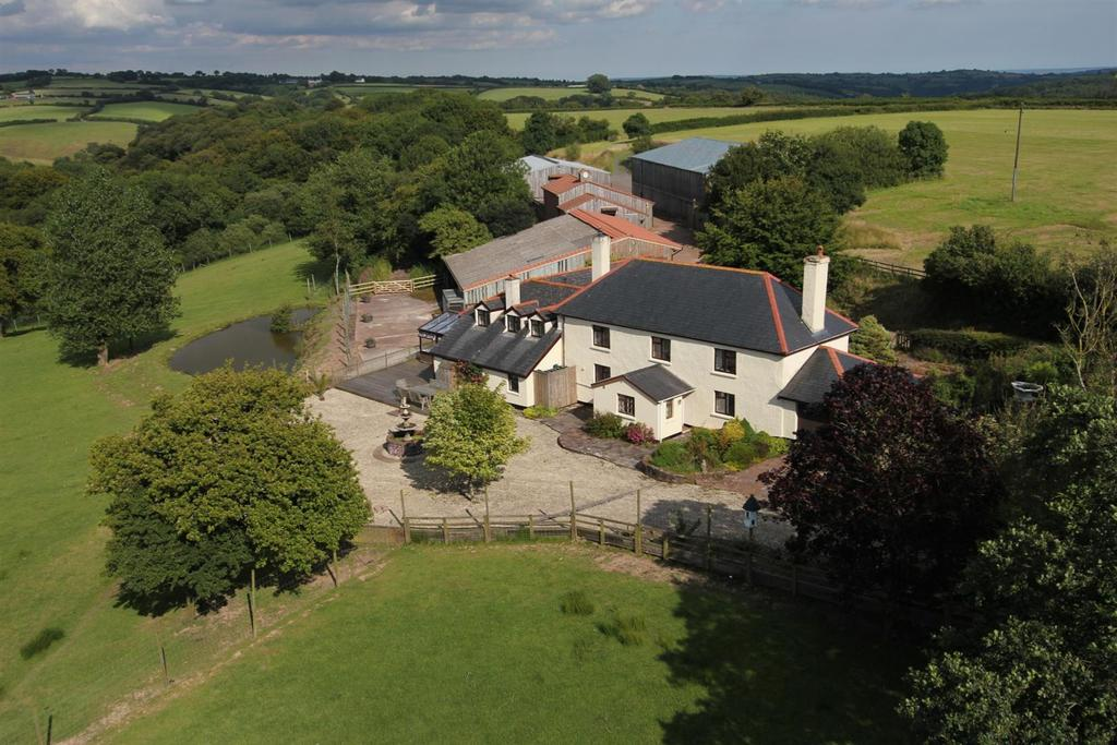 6 Bedrooms Detached House for sale in Nr Tiverton, Devon