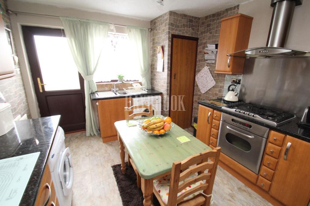 2 Bedrooms Bungalow for sale in Benton Way, Kimberworth