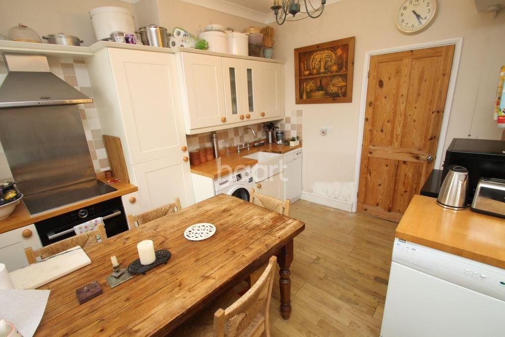 3 Bedrooms Terraced House for sale in Main Avenue, Enfield