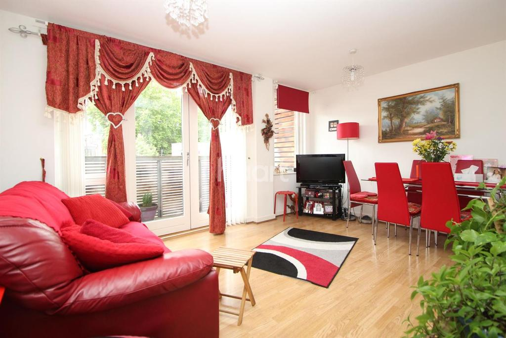 2 Bedrooms Flat for sale in Faraday Road, London, E15