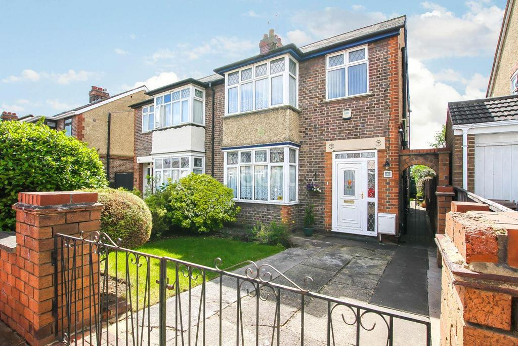 3 Bedrooms Semi Detached House for sale in Extended Family Home On St Michael's Crescent