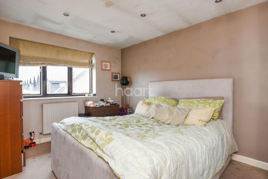 2 Bedrooms Flat for sale in Ashbourne Road, Mitcham, CR4