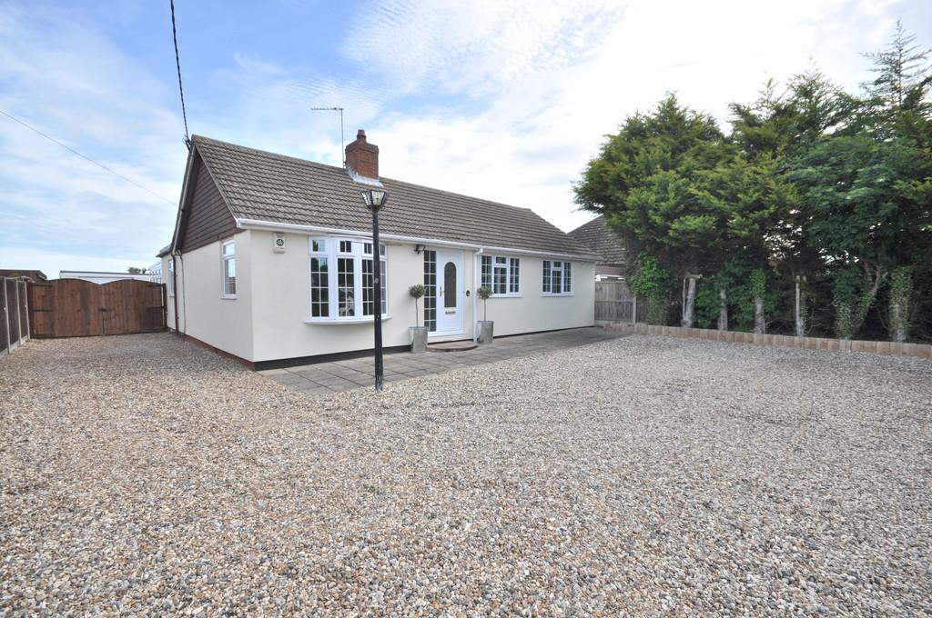 3 Bedrooms Detached Bungalow for sale in Point Clear Road, St. Osyth, CO16 8JA