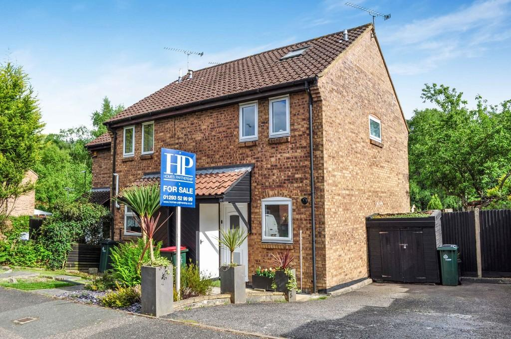 2 Bedrooms End Of Terrace House for sale in The Acorns, Broadfield