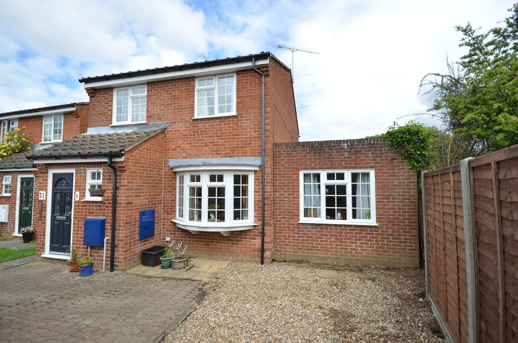 3 Bedrooms Detached House for sale in Penfold Croft, Farnham