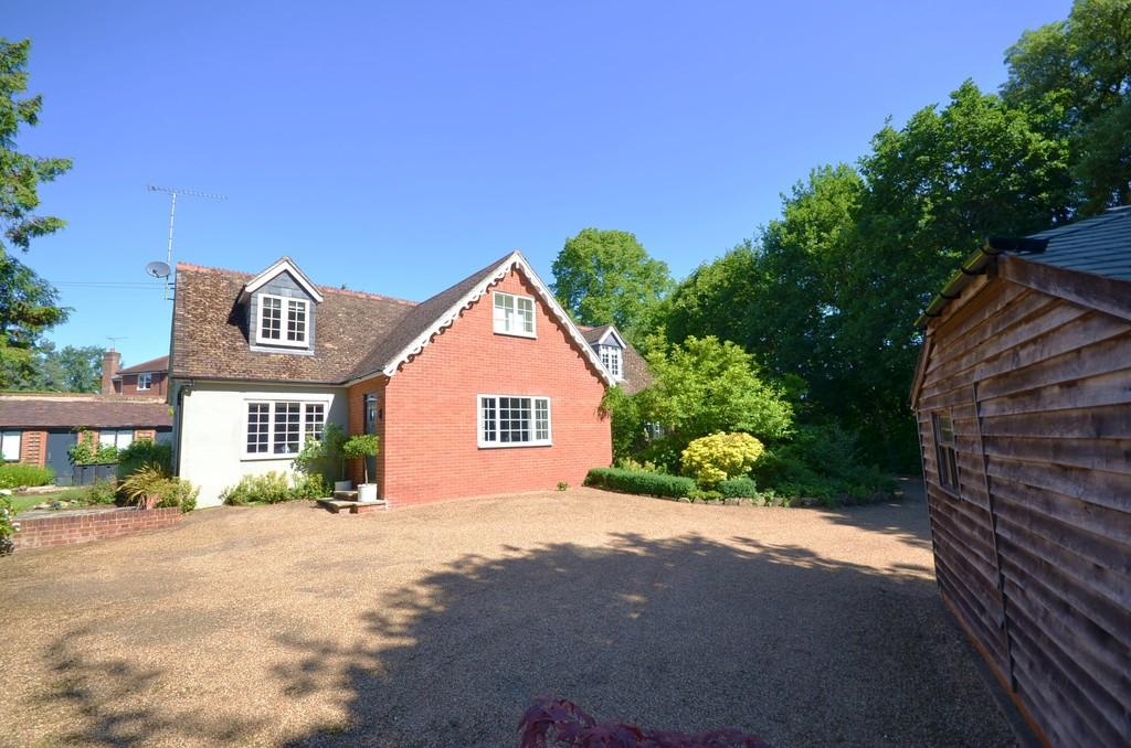 4 Bedrooms Detached House for sale in Echo Barn Lane, Farnham