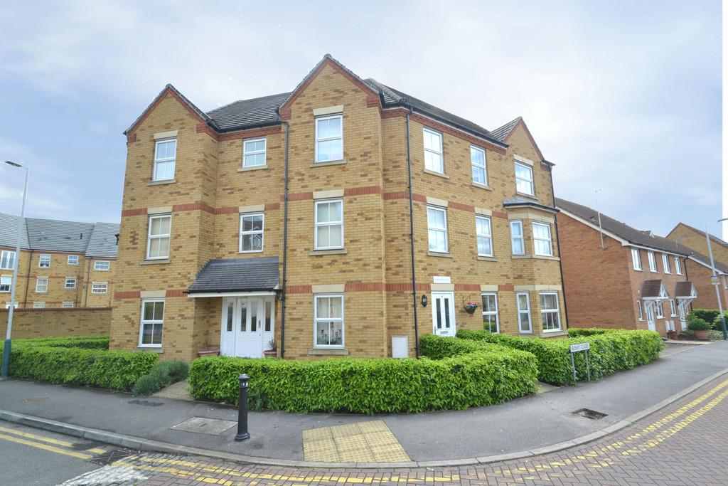 2 Bedrooms Flat for sale in Hyde Close, Chase Cross