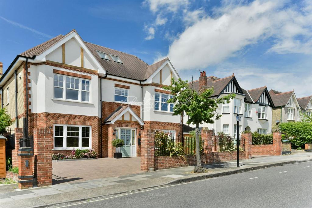 5 Bedrooms Detached House for sale in Glenesk Road, Eltham, SE9