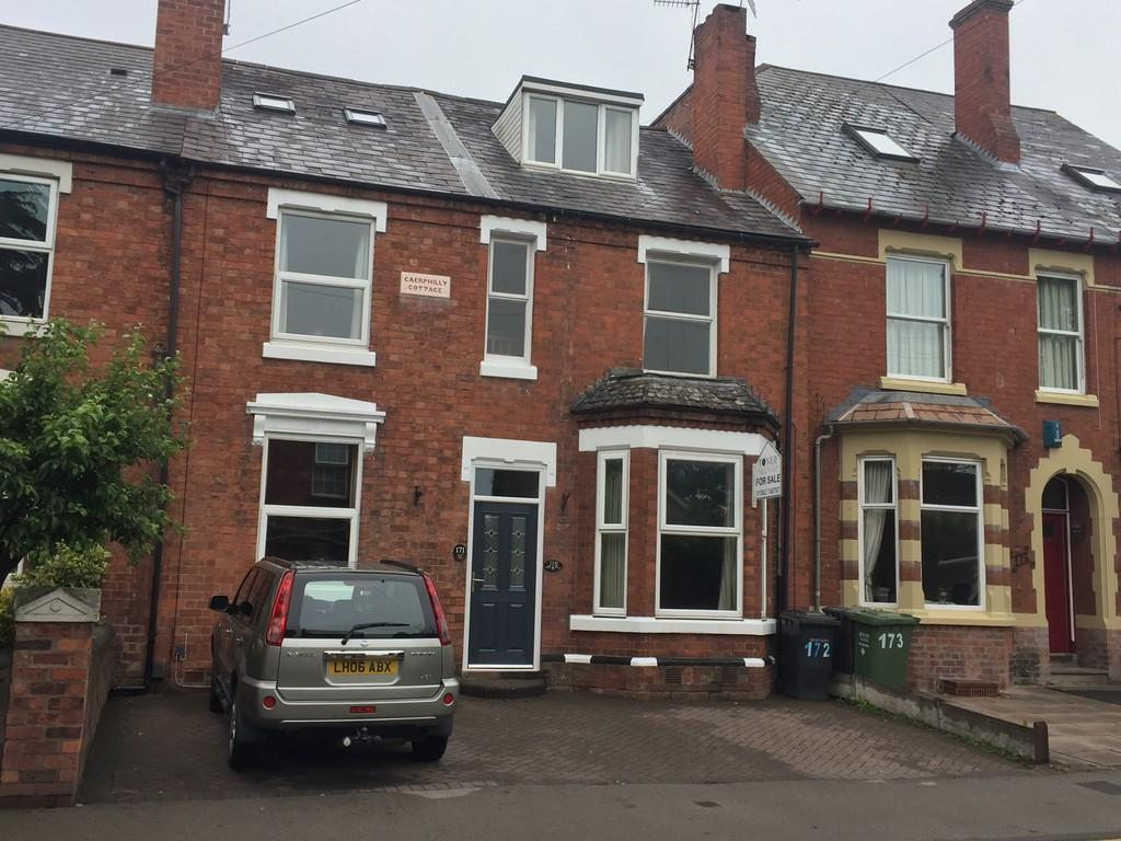 4 Bedrooms Terraced House for sale in Chester Road North, Kidderminster, DY10