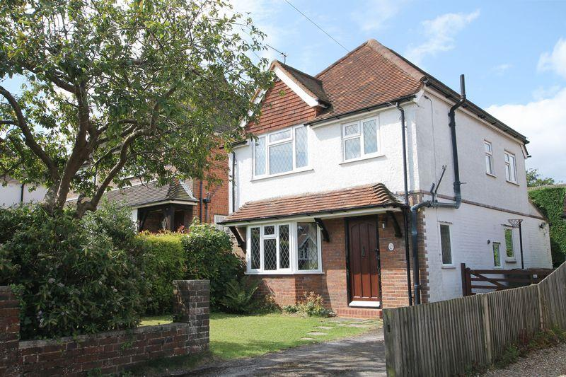 3 Bedrooms Detached House for sale in Daryngton Drive, Merrow