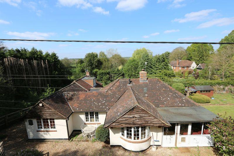 5 Bedrooms Detached House for sale in Lower Moushill Lane, Milford. STUNNING LOCATION!
