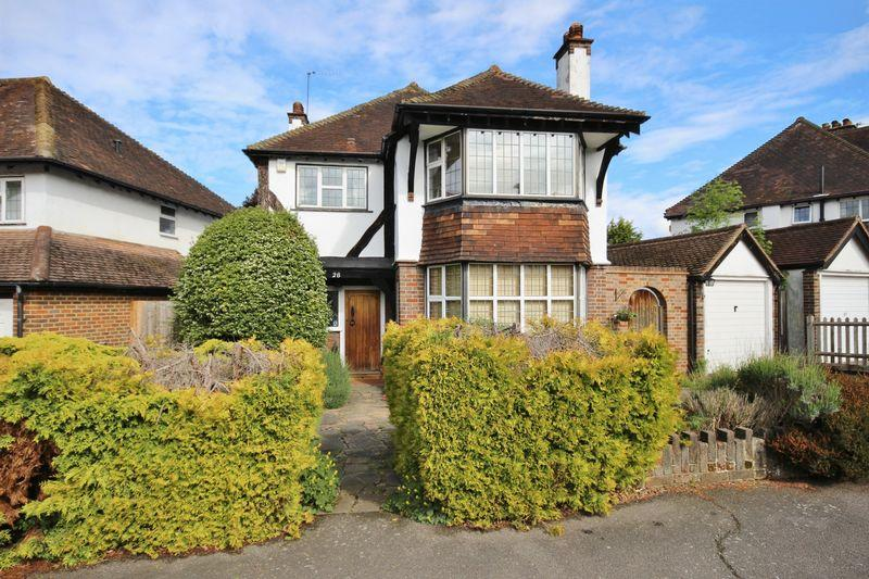 4 Bedrooms Detached House for sale in CHEAM VILLAGE