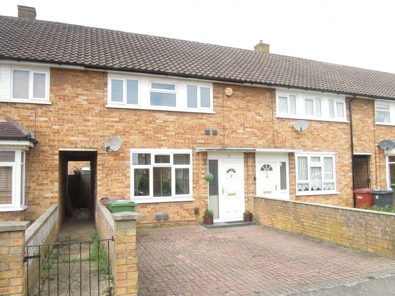 3 Bedrooms Terraced House for sale in Romsey Close, Langley