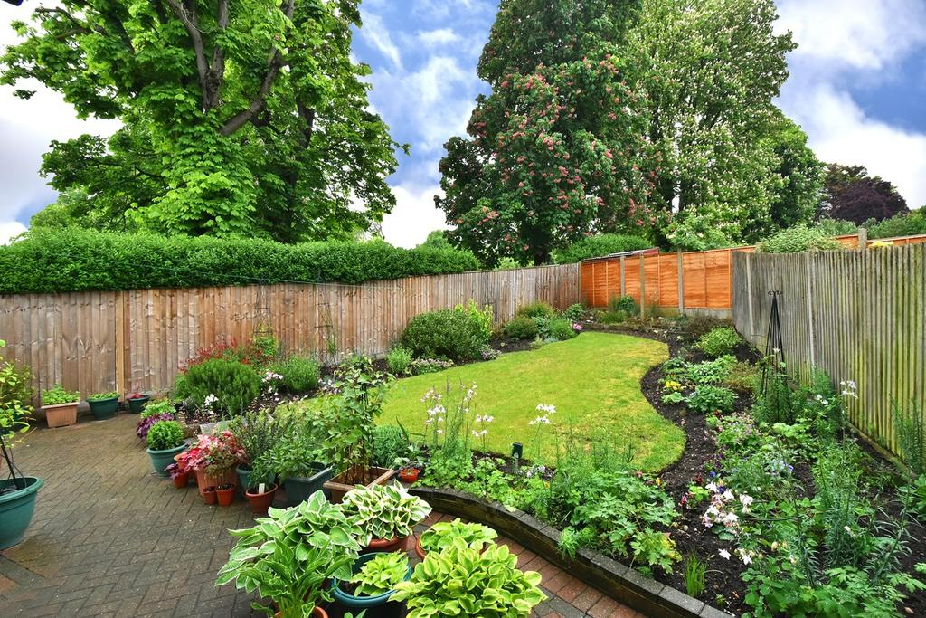 3 Bedrooms Semi Detached House for sale in Wellhouse Road, Beckenham, BR3