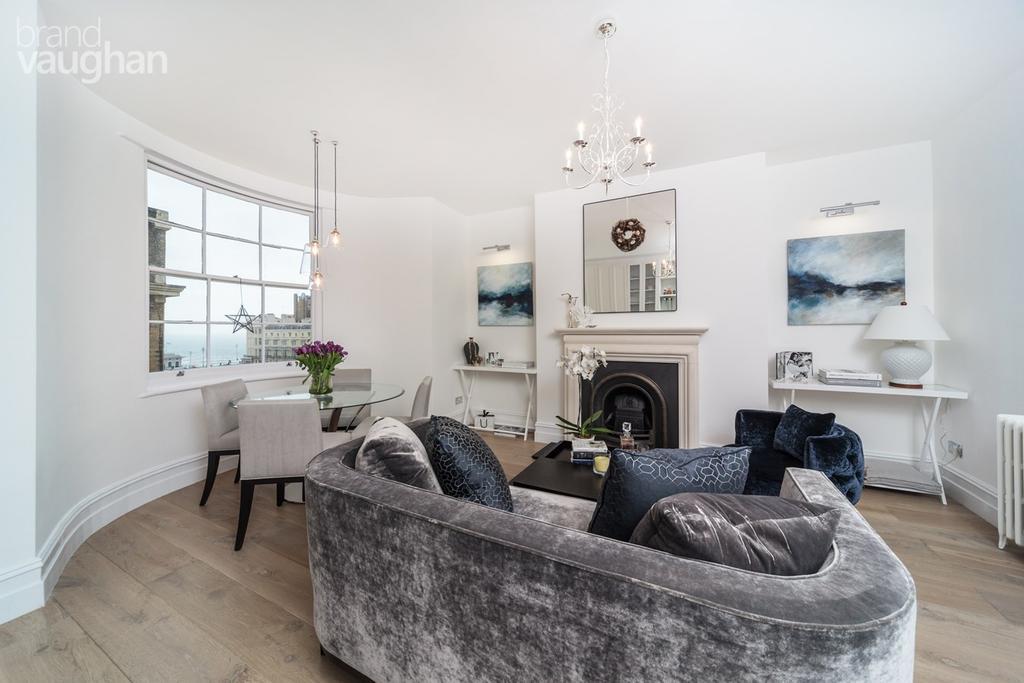 3 Bedrooms Maisonette Flat for sale in Regency Square, Brighton, BN1