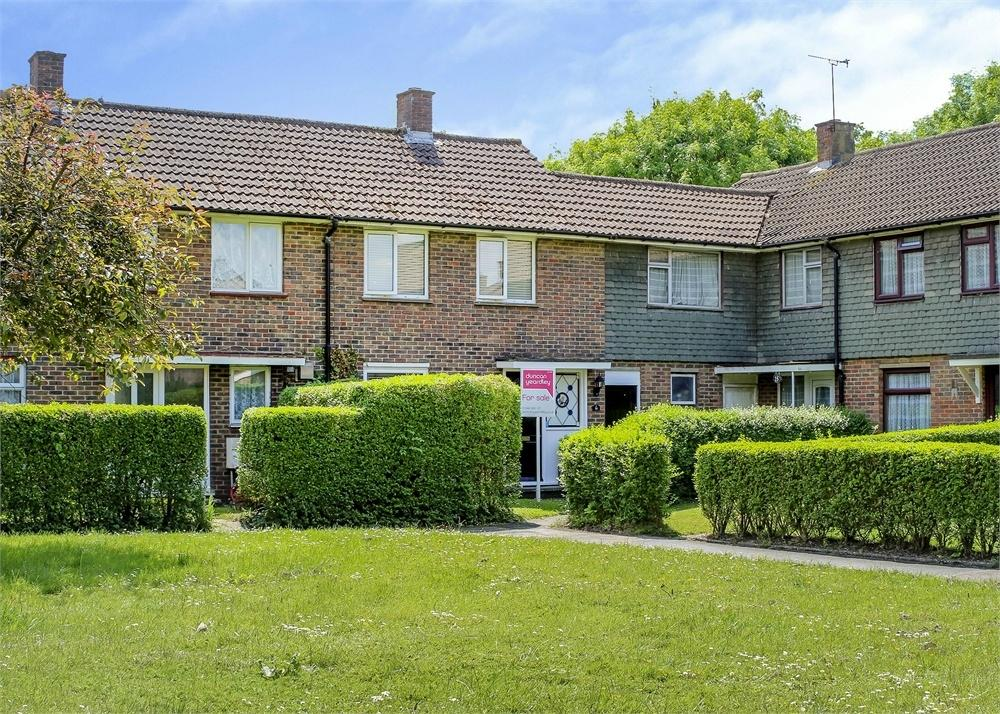 2 Bedrooms Terraced House for sale in Clayton Grove, Bracknell, Berkshire