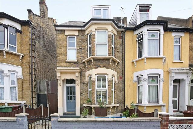 2 Bedrooms Flat for sale in Grove Green Road, Leyton